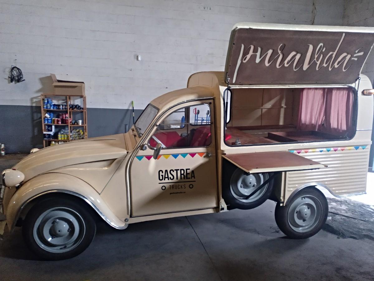 Dos Caballos food truck cafetería