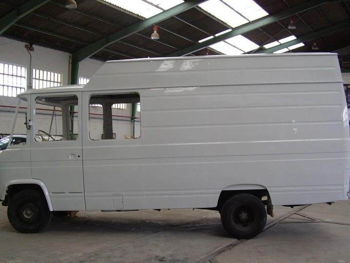 Mercedes Benz 407