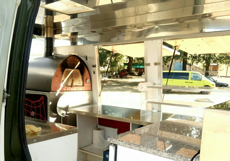 Woodfire pizza on truck